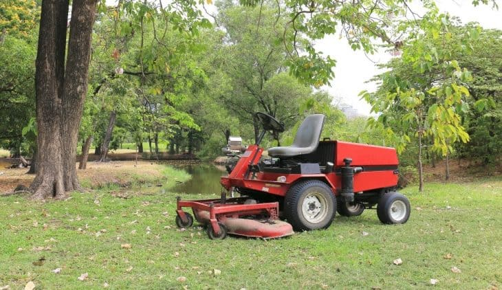 Best Zero Turn Mower Under 5000 - A Buyer's Guide